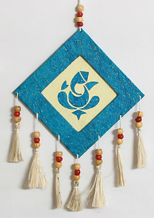 Wall hangings from waste material for Wall hanging from waste